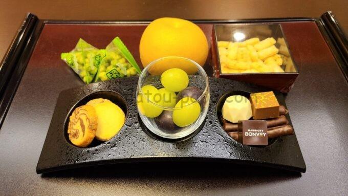 シェラトン・グランデ・トーキョーベイ・ホテルのジャパニーズスイート(和室スイート)のウェルカムギフト「フルーツやお菓子」