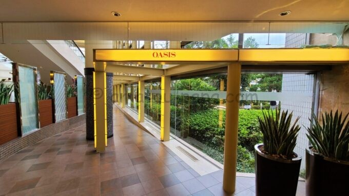 シェラトン・グランデ・トーキョーベイ・ホテルのオアシス(OASIS)の入口