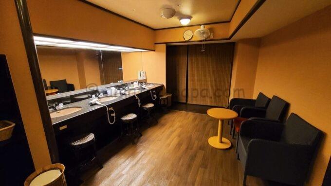 シェラトン・グランデ・トーキョーベイ・ホテルのジャパニーズスイート宿泊者限定の貸切専用浴場「ゆう」の休憩所