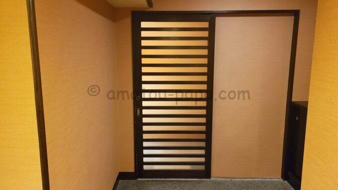 シェラトン・グランデ・トーキョーベイ・ホテルのジャパニーズスイート宿泊者限定の貸切専用浴場「ゆう」の入口ドア