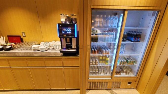 ザ・プリンス さくらタワー東京、オートグラフ コレクションのエグゼクティブラウンジのコーヒーメーカーとドリンク