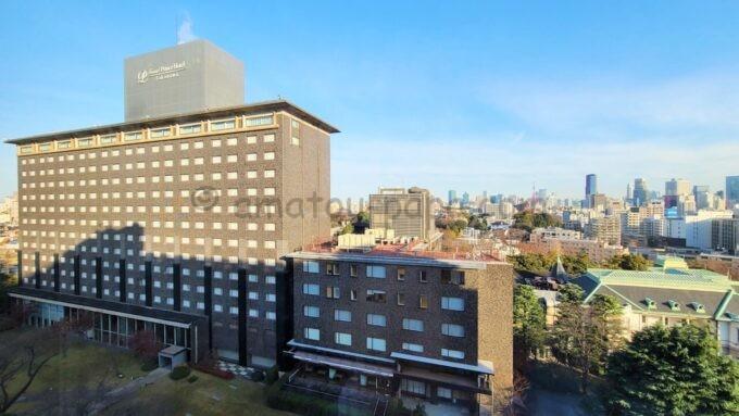 ザ・プリンス さくらタワー東京、オートグラフ コレクションのタワーサイド デラックスルームからの眺望(グランドプリンスホテル高輪方面)