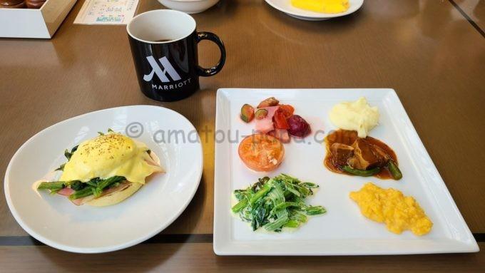 東京マリオットホテルの朝食(エッグベネディクトなど)