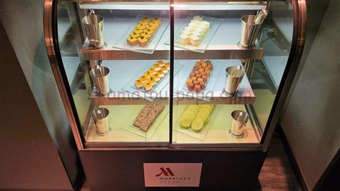 東京マリオットホテルのエグゼクティブラウンジで実施されるカクテルタイムに提供されるデザート