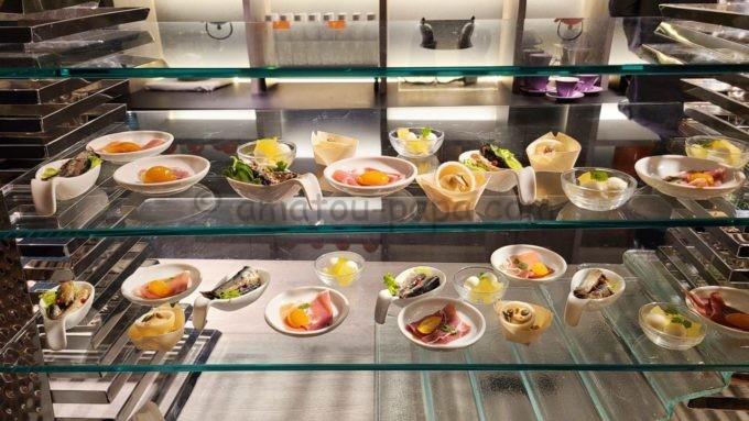 東京マリオットホテルのエグゼクティブラウンジで実施されるカクテルタイムに提供される軽食