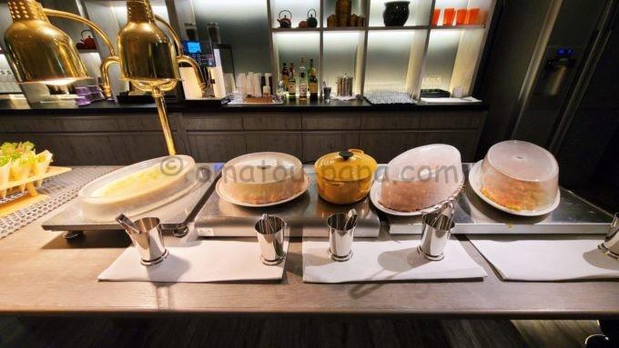 東京マリオットホテルのエグゼクティブラウンジで実施されるカクテルタイムに提供される軽食(ごはん類)
