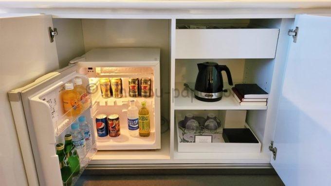 東京マリオットホテルの客室内にある冷蔵庫