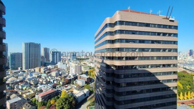 東京マリオットホテルの客室からの景色(御殿山トラストタワーや品川駅、東京タワー方面)