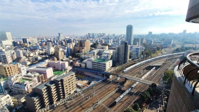 東京マリオットホテルの客室からの景色(東海道新幹線や山手線などの電車)