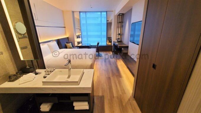 ACホテル・バイ・マリオット東京銀座のプライムスーペリアキングルームの部屋全体の雰囲気