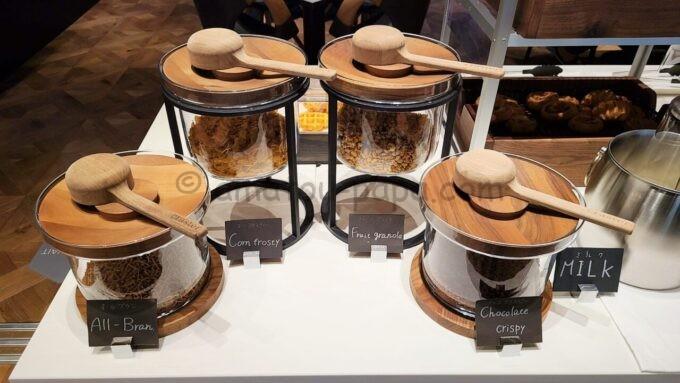 ACホテル・バイ・マリオット東京銀座 ACキッチンの朝食「シリアル」