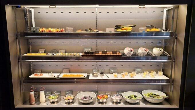 ACホテル・バイ・マリオット東京銀座 ACキッチンの朝食「野菜とデザートとフルーツ」