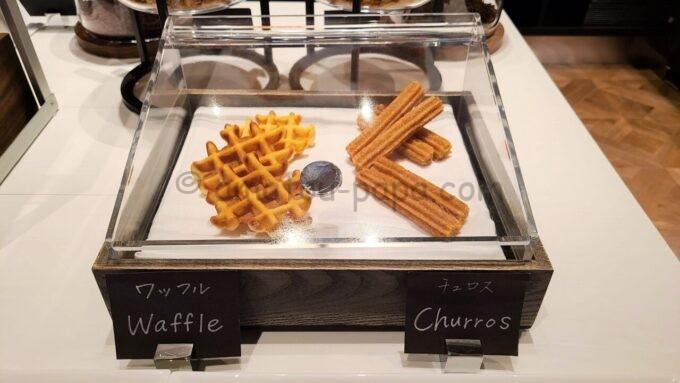ACホテル・バイ・マリオット東京銀座 ACキッチンの朝食「ワッフルとチュロス」
