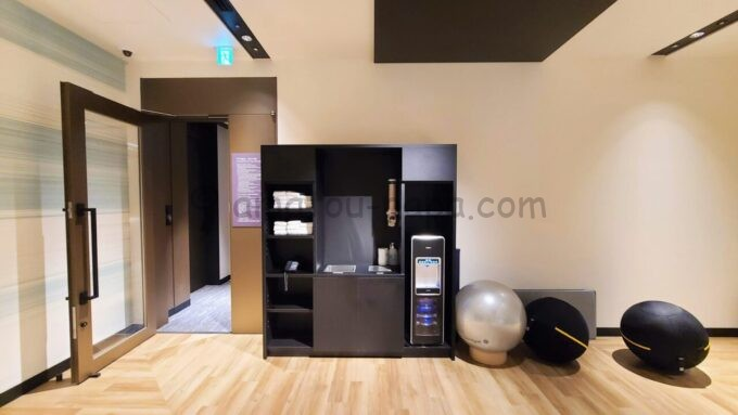 ACホテル・バイ・マリオット東京銀座のフィットネスジムのウォーターサーバー