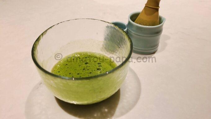 メズム東京、オートグラフ コレクションのchapter 1(ダブル、ガーデンビュー、バルコニー)にある茶道具で作った抹茶