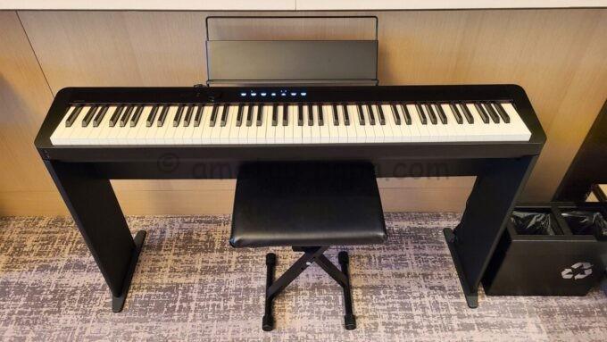 メズム東京、オートグラフ コレクションのchapter 1(ダブル、ガーデンビュー、バルコニー)に設置されているカシオの電子ピアノPrivia(プリヴィア)「PXS1000BK」