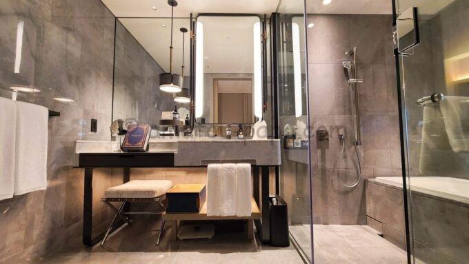 メズム東京、オートグラフ コレクションのchapter 1(ダブル、ガーデンビュー、バルコニー)の洗面所