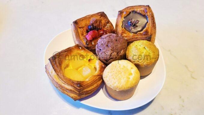メズム東京、オートグラフ コレクションの朝食(メズムブレックファスト)「ホームメイドデニッシュとマフィン」