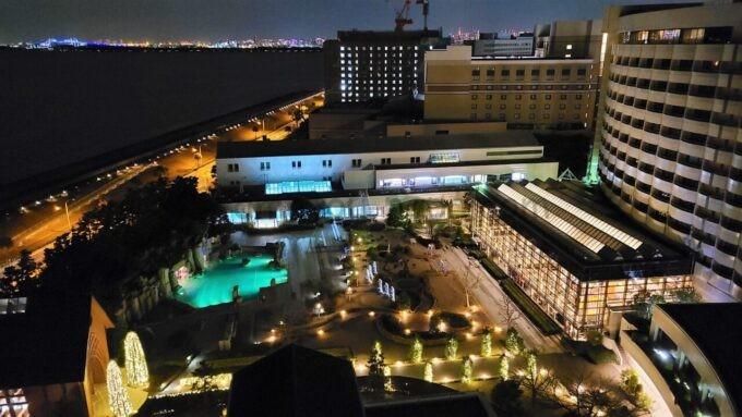 シェラトン・グランデ・トーキョーベイ・ホテルのシェラトンクラブルームからの海側の眺望(夜景)