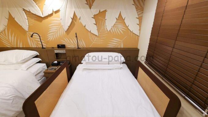 シェラトン・グランデ・トーキョーベイ・ホテルのパークウイングルーム 4ベッド(コーナールーム)にあるベッドガード