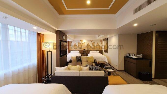 シェラトン・グランデ・トーキョーベイ・ホテルのパークウイングルーム 4ベッド(コーナールーム)の右側