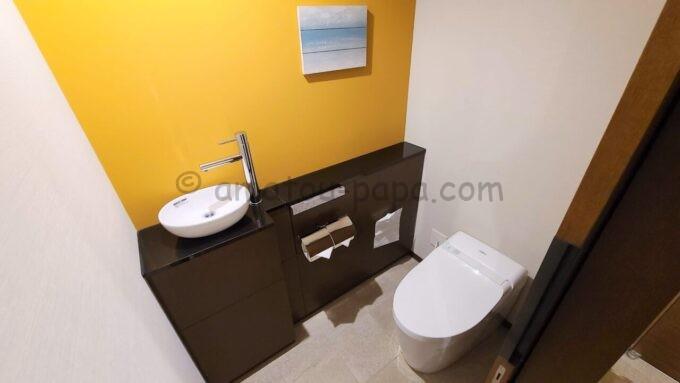 シェラトン・グランデ・トーキョーベイ・ホテルのパークウイングルーム 4ベッド(コーナールーム)のトイレ