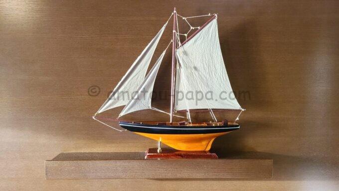 シェラトン・グランデ・トーキョーベイ・ホテルのシェラトンクラブルームにある船の模型