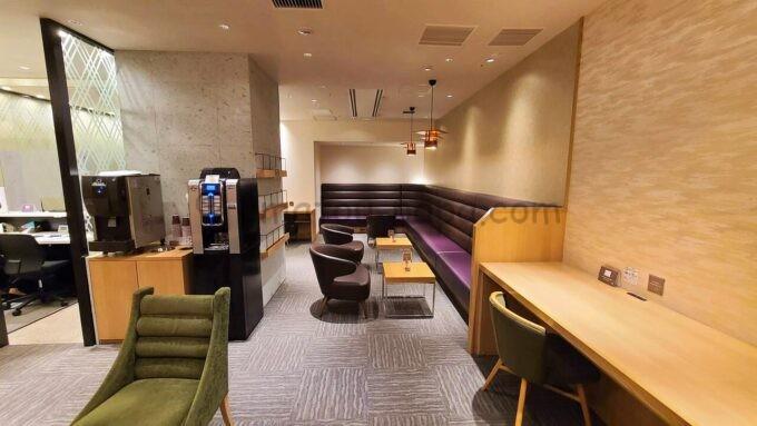 JCB Lounge 京都(JCBラウンジ京都)の雰囲気(奥から出入口に向かって撮影)