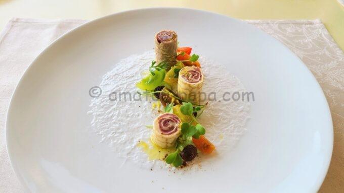 ベッラヴィスタ・ラウンジのランチコース「鴨の生ハムとクレープのロール仕立て ミニトマトのインサラータ ルッコラとマスカルポーネのムース」