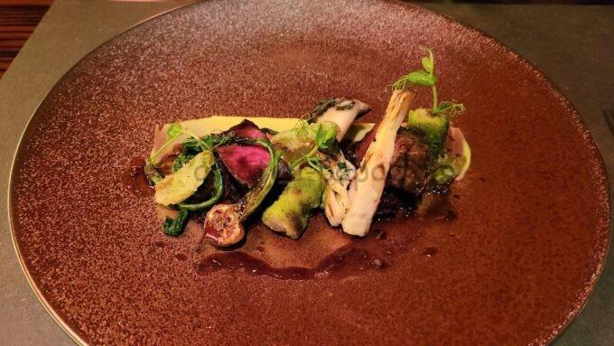 カンナのウィンタースタイリッシュカンナ「牛フィレ肉のグリル ポテトで巻いた牛タンブレゼ 蕗のとうソース」