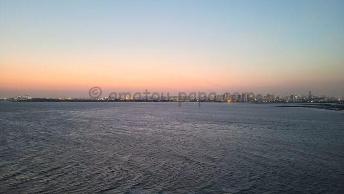 ヒルトン東京ベイのセレブリオセレクトからの海側の夕景(東京ゲートブリッジ・東京タワー方面)