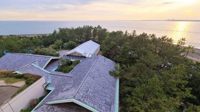 ヒルトン東京ベイのファミリーハッピーマジックルームからの海側の夕景