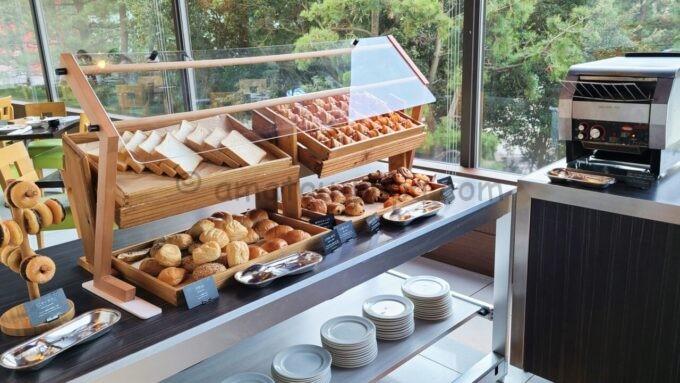 ヒルトン東京ベイのザ・スクエアでの朝食(パン)