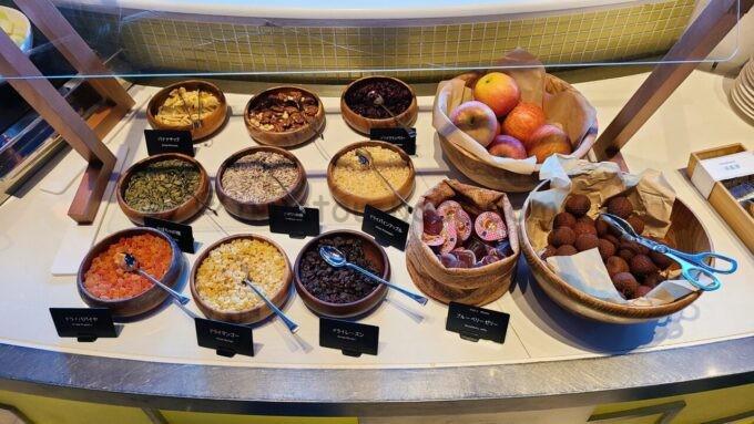 ヒルトン東京ベイのザ・スクエアでの朝食(ドライフルーツ)