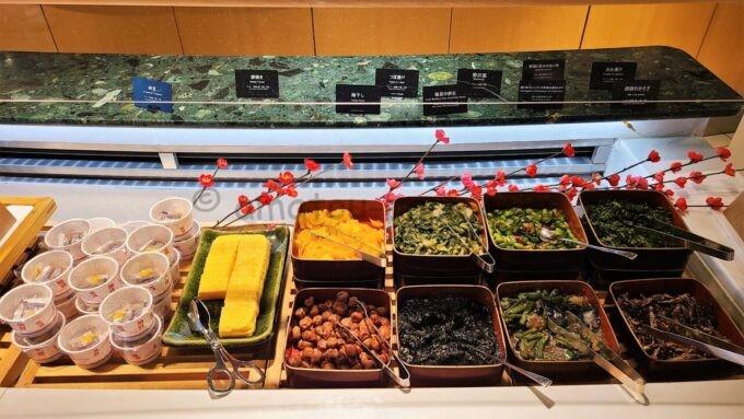 ヒルトン東京ベイのザ・スクエアでの朝食(漬物、玉子焼き、納豆)