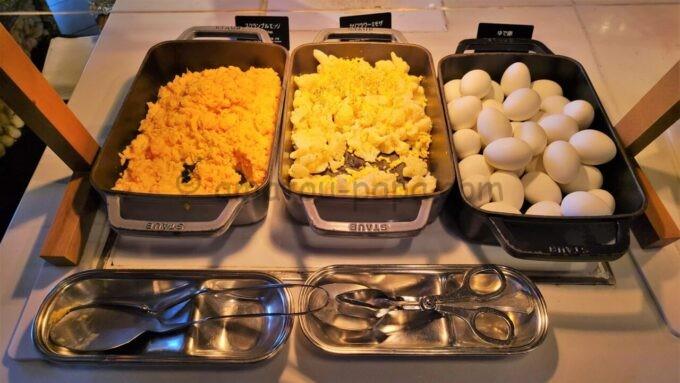 ヒルトン東京ベイのザ・スクエアでの朝食(スクランブルエッグ、カリフラワー、ゆで卵)
