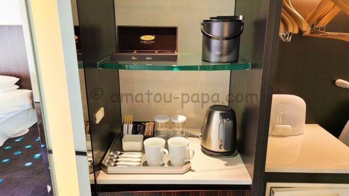 ヒルトン東京ベイのセレブリオセレクトの紅茶とコーヒー、グラス、コップ、スプーン、電子ケトル
