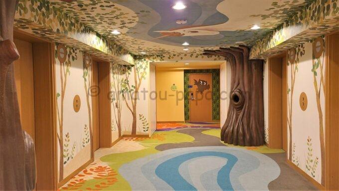 ヒルトン東京ベイのファミリーハッピーマジックフロアのエレベーターホール(ユニコーン)