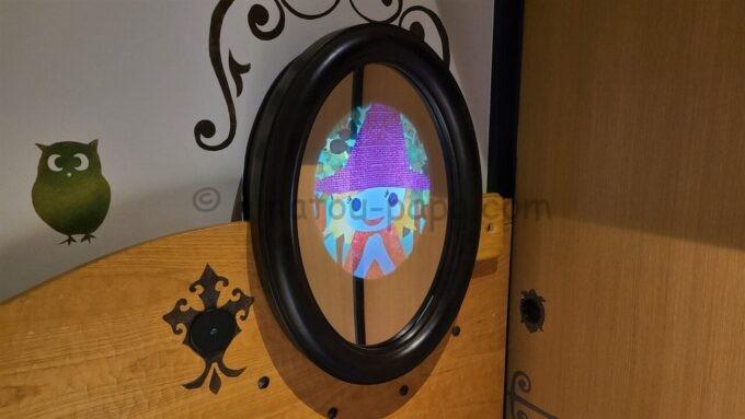 ヒルトン東京ベイのファミリーハッピーマジックルームにある仕掛け鏡(ティアラ)