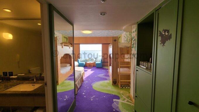 ヒルトン東京ベイのファミリーハッピーマジックルームに入室後の雰囲気