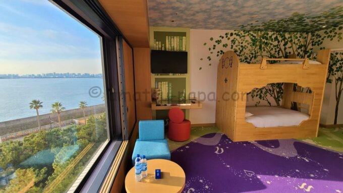 ヒルトン東京ベイのファミリーハッピーマジックルームからの眺望と雰囲気
