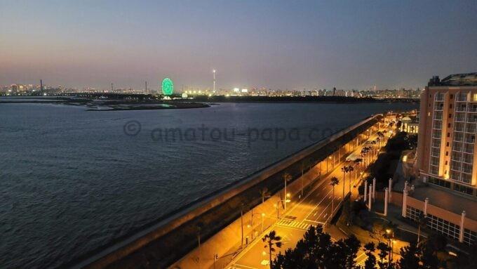 ヒルトン東京ベイのセレブリオセレクトからの海側の夜景(葛西臨海公園・東京スカイツリー方面)