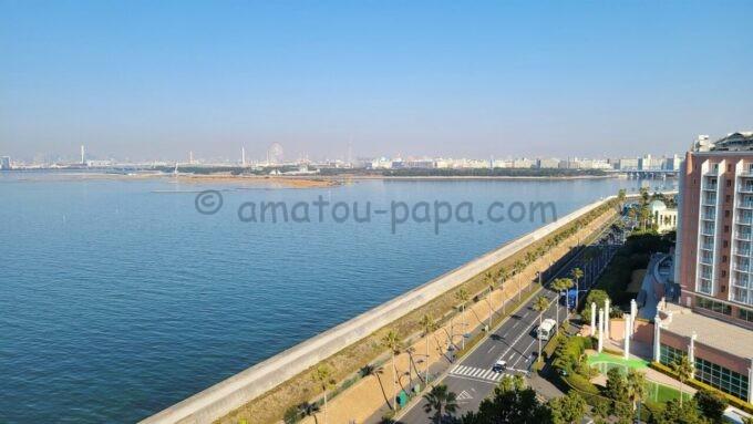 ヒルトン東京ベイのセレブリオセレクトからの海側の眺望(葛西臨海公園・東京スカイツリー方面)