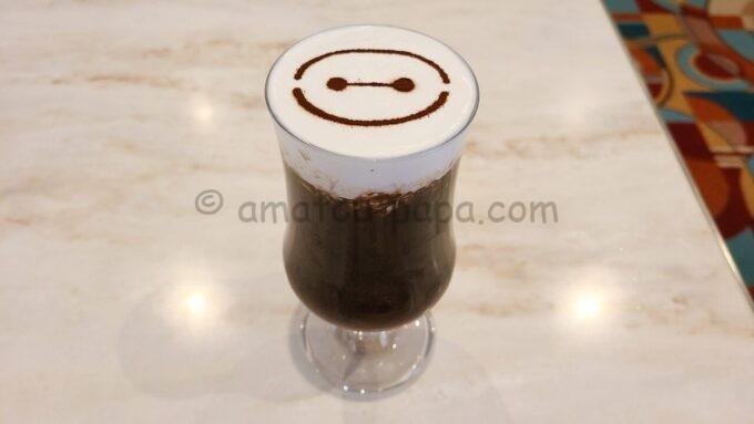 センターストリート・コーヒーハウスのベイマックス・アイスカフェモカ(コーヒーゼリー、チョコレートアイス、ラズベリーソース)