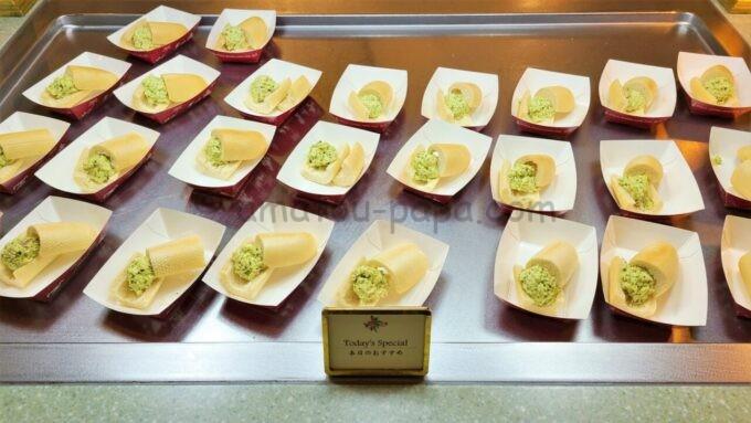 クリスタルパレス・レストランのバジル風味のフィッシュサンド