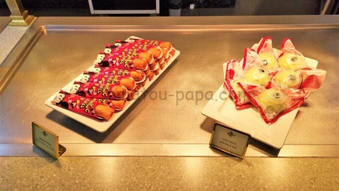 クリスタルパレス・レストランのスプリングロール(ピザ)とマイクのカスタードまん
