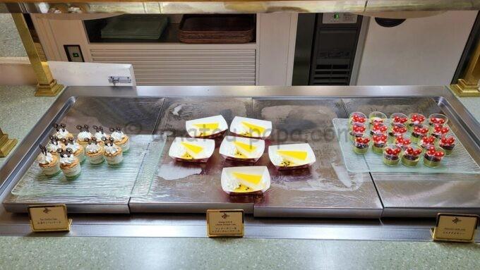 クリスタルパレス・レストランの紅茶のシフォンケーキとマンゴーゼリー&レアチーズムースケーキとピスタチオゼリー
