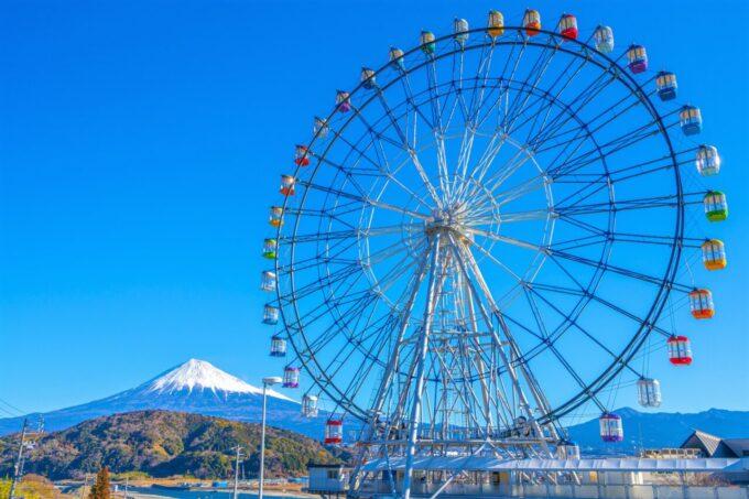 富士川サービスエリア「大観覧車 フジスカイビュー」と富士山