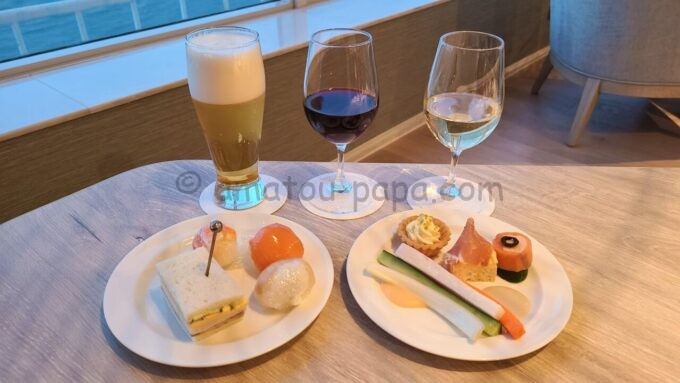 グランドニッコー東京ベイ 舞浜のニッコーラウンジの軽食とビールとワイン(カクテルタイム)