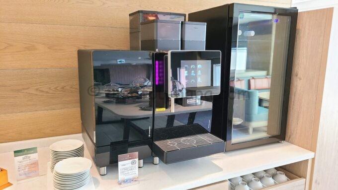 グランドニッコー東京ベイ 舞浜のニッコーラウンジのコーヒーメーカー